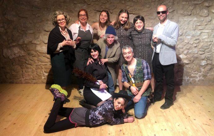 """El grup d'adults dels tallers de teatre de La Casa presenta """"Escenes dins La Casa"""""""