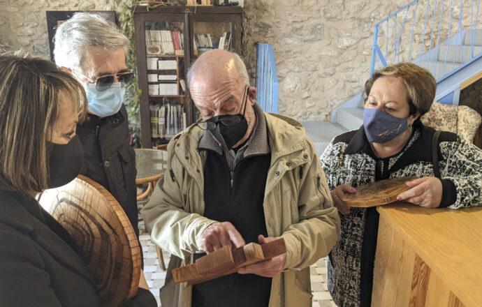 Fusta, pintura i natura a l'exposició d'Enric Mir